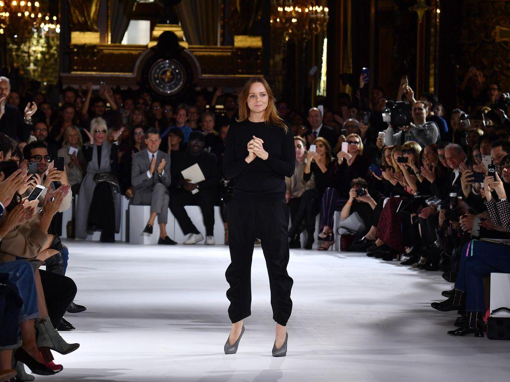 Stella McCartney Kini Satu Grup Bareng Louis Vuitton dan Dior