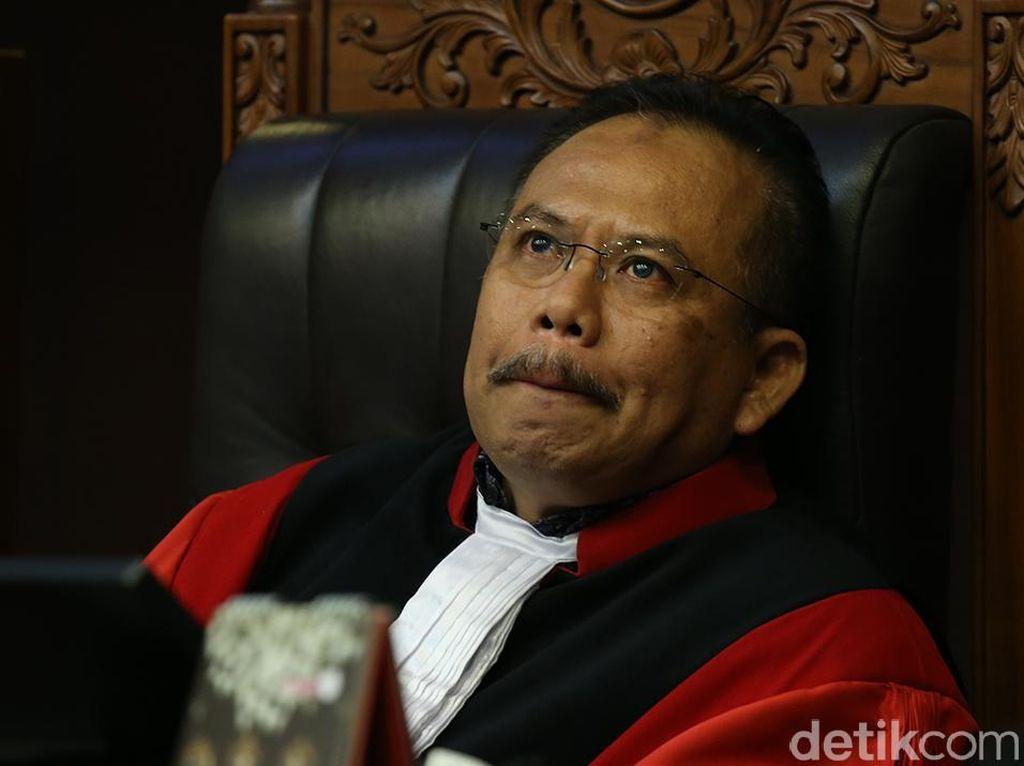 Hakim MK Beri Masukan ke Pendeta Rolas soal Materi Gugatan UU Perkawinan