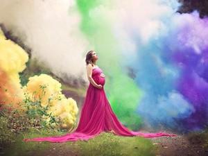 Enam Kali Keguguruan, Ibu Ini Rayakan Kehamilannya dengan Foto Dramatis