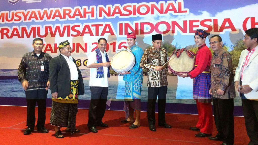 Buka Munas HPI di Lombok, Menpar Minta Pemandu Wisata Lebih Jago Lagi