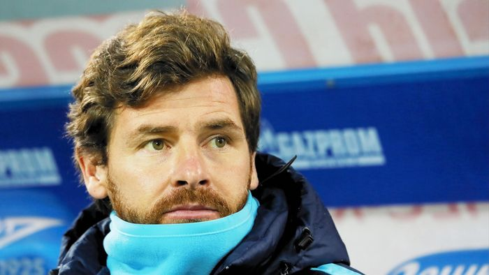 ST. PETERSBURG, RUSSIA - NOVEMBER 21: FC Zenit St. Petersburg head coach Andre Villas-Boas looks on during the Russian Football League match between FC Zenit St. Petersburg and FC Ural Sverdlovsk Oblast at the Petrovsky stadium on November 21, 2015 in St. Petersburg, Russia. (Photo by Epsilon/Getty Images)