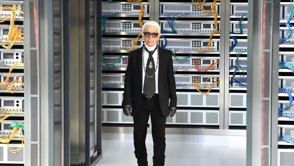Foto: Karl Lagerfeld, Desainer Multitalenta Chanel yang Meninggal di Usia 85