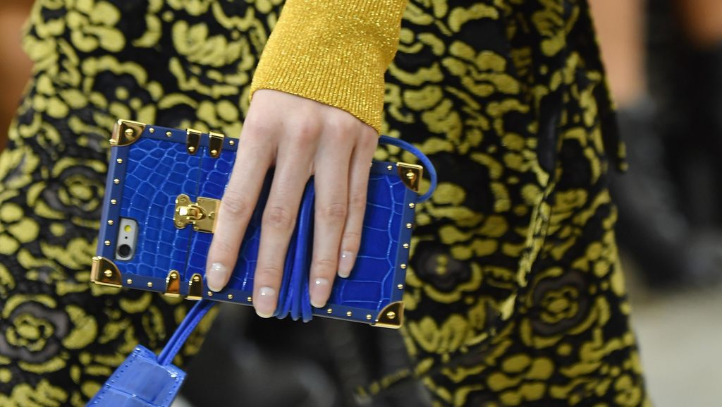 Dirilis Pertamakali, iPhone Case Louis Vuitton Menarik Atensi di Paris