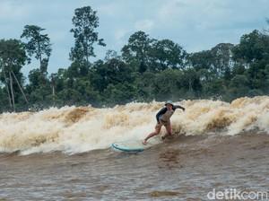 Ajaibnya Gelombang Bono, Turis Bisa Surfing di Sungai