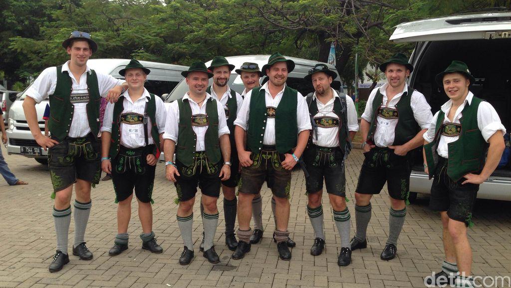 Dari Bavaria Menyebarkan Kedamaian Lewat Goasslschnalzen dan Rhoenrad