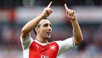 Di nomor 9 ada mantan pemain Arsenal Santi Cazorla. Dia menceploskan 25 gol (Getty Images/Clive Rose)