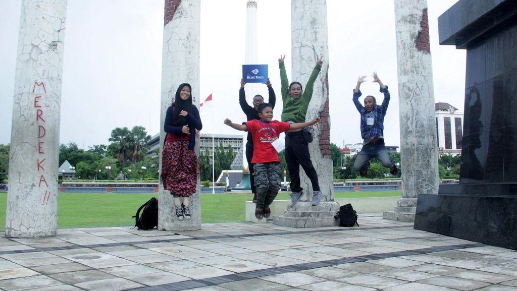 Blue Bird Ajak Konsumen Jelajah Kota Surabaya