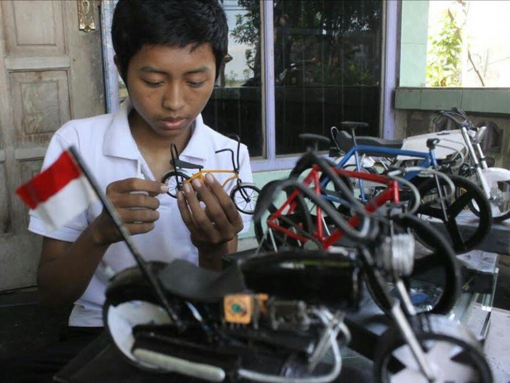 Seorang Pemuda Lulusan SMK di Jombang Sulap Barang Bekas Jadi Uang