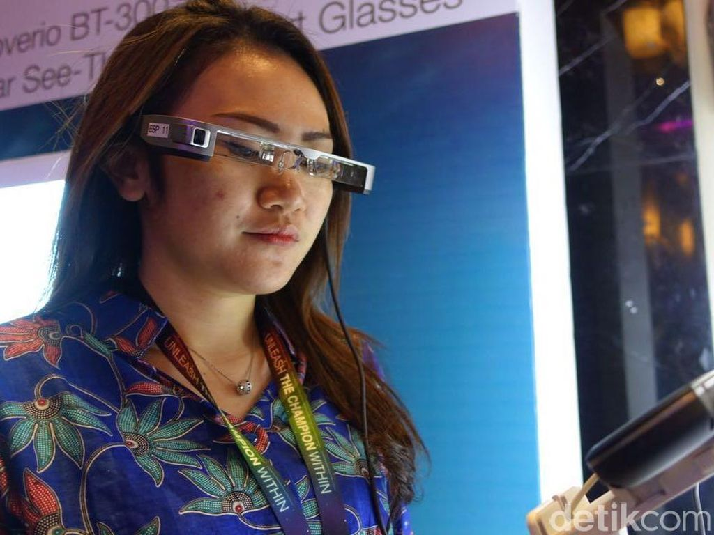 Google Glass Mandek, Moverio Jalan Terus