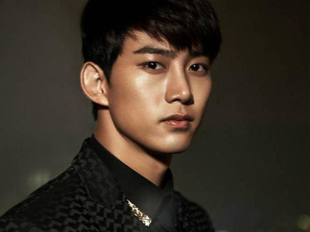 2PM Anniversary ke-9, Taecyeon Mulai Wajib Militer