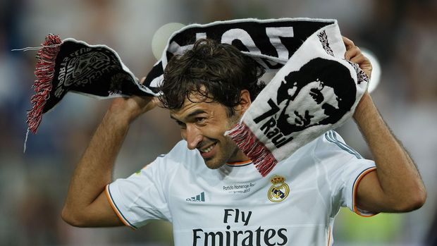 MADRID, SPAIN - AUGUST 22:  Former Real Madrid player Raul, donning a towel bearing his likeness, acknowledges the crowd after the Santiago Bernabeu Trophy match between Real Madrid CF and Al-Sadd at Estadio Santiago Bernabeu on August 22, 2013 in Madrid, Spain.  (Photo by Gonzalo Arroyo Moreno/Getty Images)