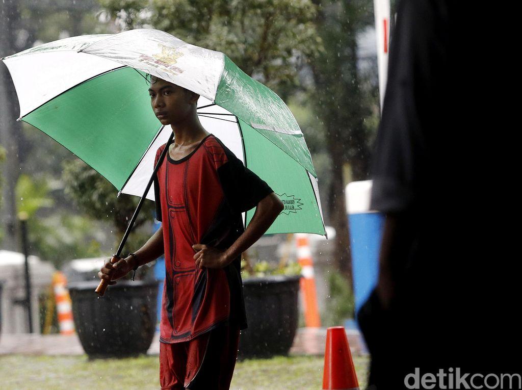 Selalu Lapar Saat Turun Hujan, Apa yang Sebenarnya Terjadi di Usus?