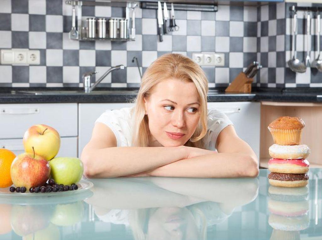 Tanda-tanda Terlalu Banyak Makan Lemak Bisa Diamati Saat BAB