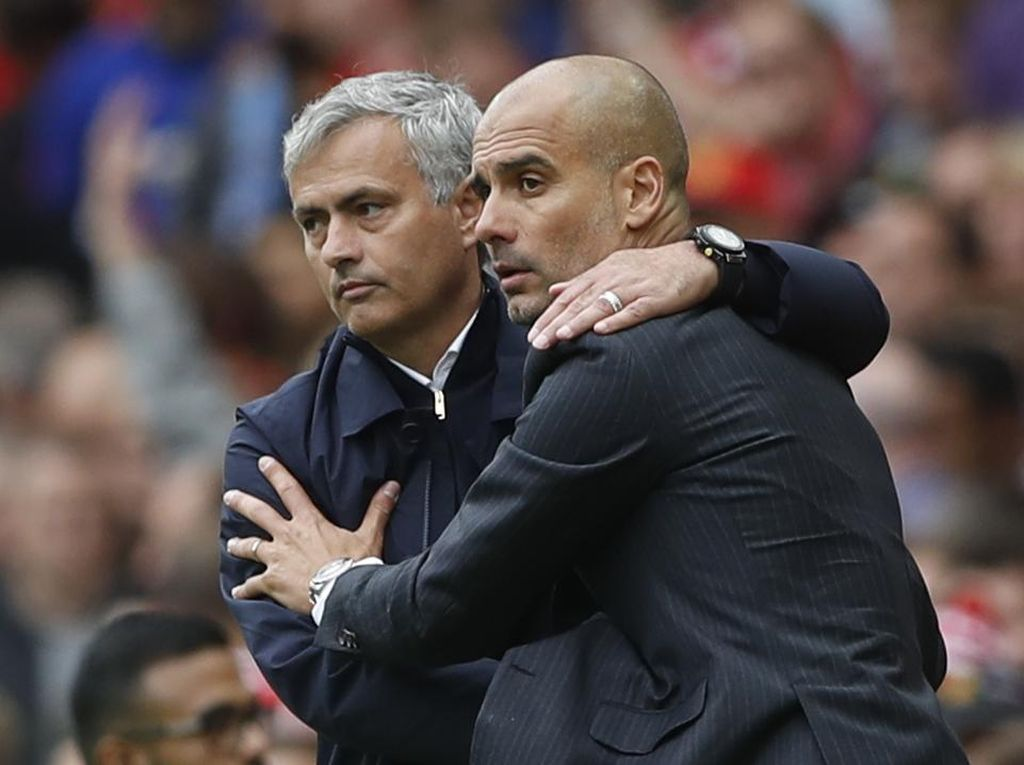 Carrick: Mourinho Itu Trofi-Trofi, Guardiola adalah Sepakbola Paket Lengkap