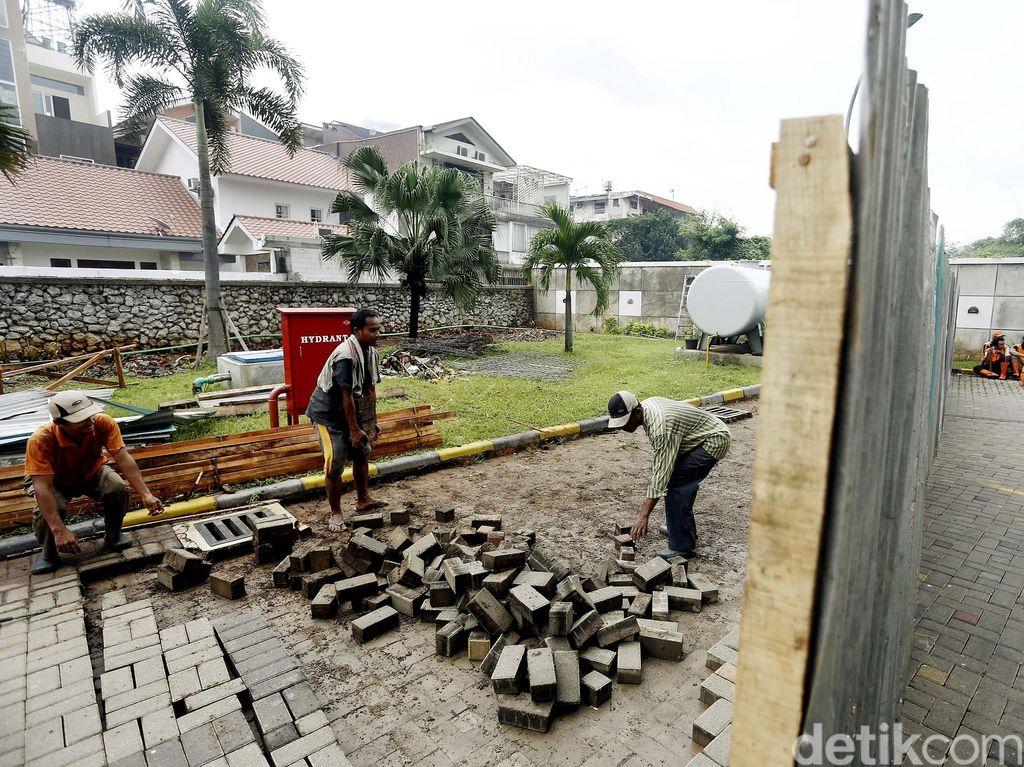 Tangani Banjir Kemang, Pemkot Jaksel Bongkar Lahan Parkir Hotel Pop!