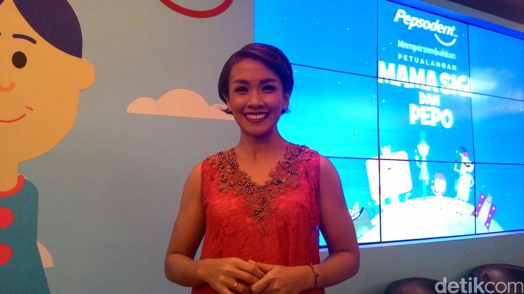 Trik Melanie Putria Ajarkan Anak Sikat Gigi: Bikin Show di Rumah