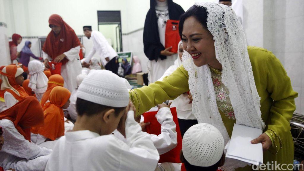 Istri Wagub Djarot Rayakan Lebaran Yatim
