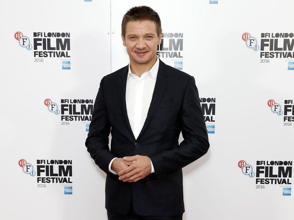 Jeremy Renner Umumkan Selesai Syuting Avengers: Infinity War