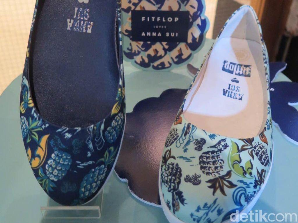 Fitflop Gandeng Anna Sui Desain Sepatu Musim Panas yang Playful