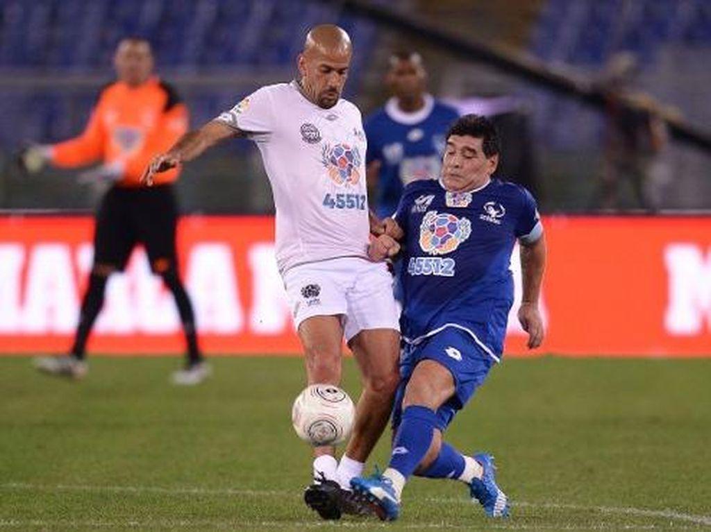 Ribut-Ribut Kecil Maradona-Veron dalam Laga Amal