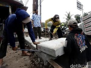 Perbaikan Saluran Air di Jalan Raya Ragunan