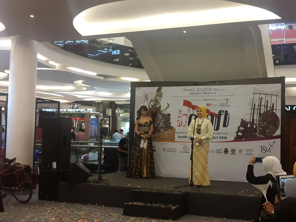 Puluhan Produk Kreatif Indonesia hadir di B-Craft Trans Studio Mal Bandung