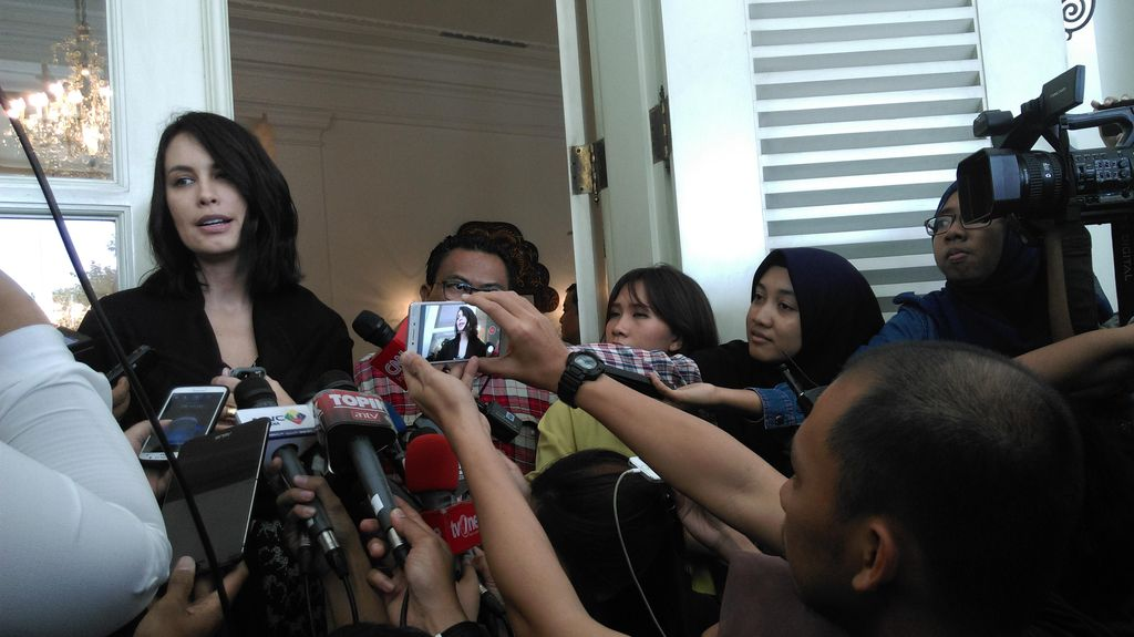 Pesan Sophia Latjuba ke Olla Ramlan di Pilgub DKI: Semoga Sukses