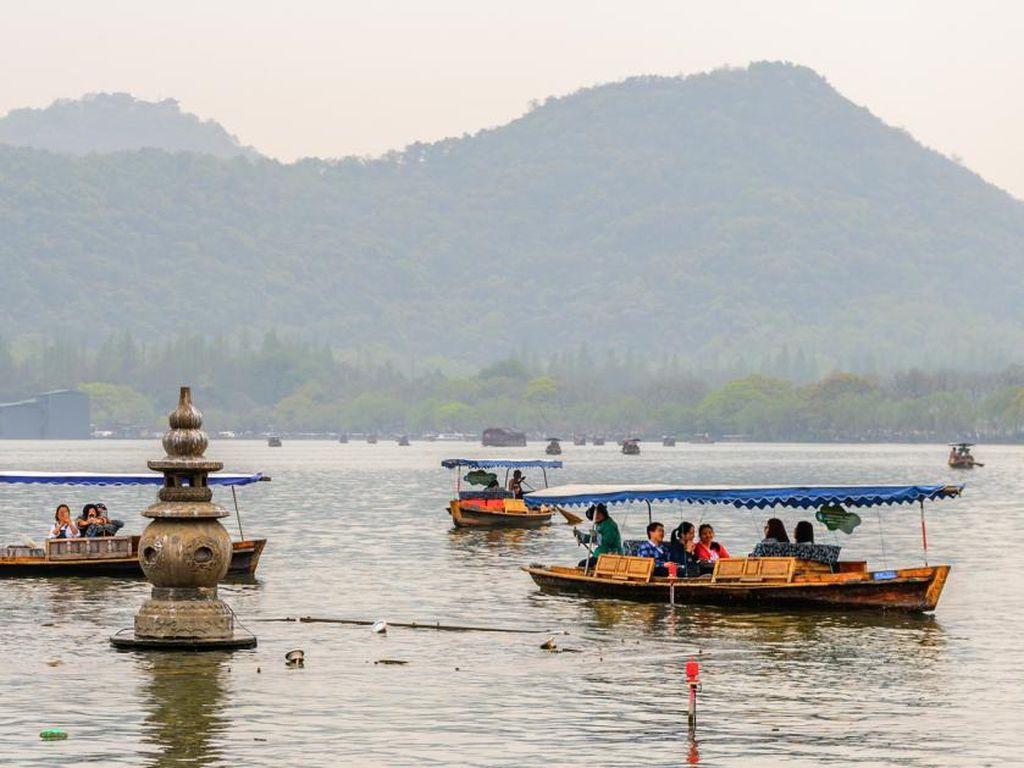 Curi Ilmu dari Cina Kembangkan Danau Toba Kelas Dunia