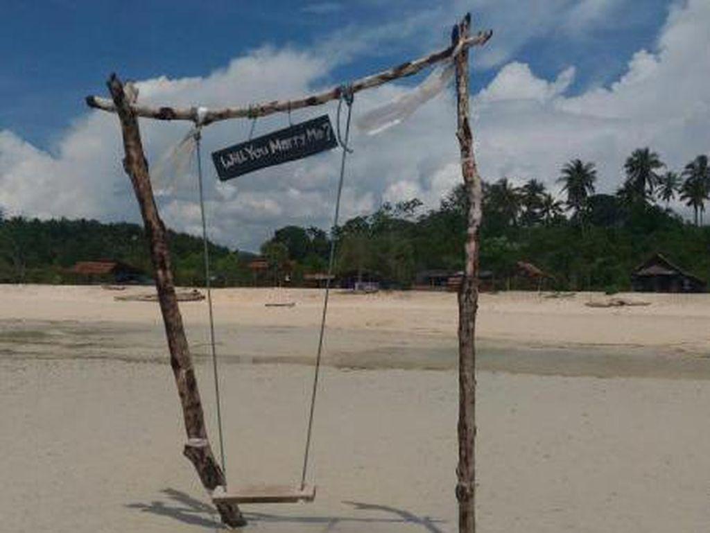 Pesona Pantai Kaluku di Donggala, Serasa Pantai Pribadi
