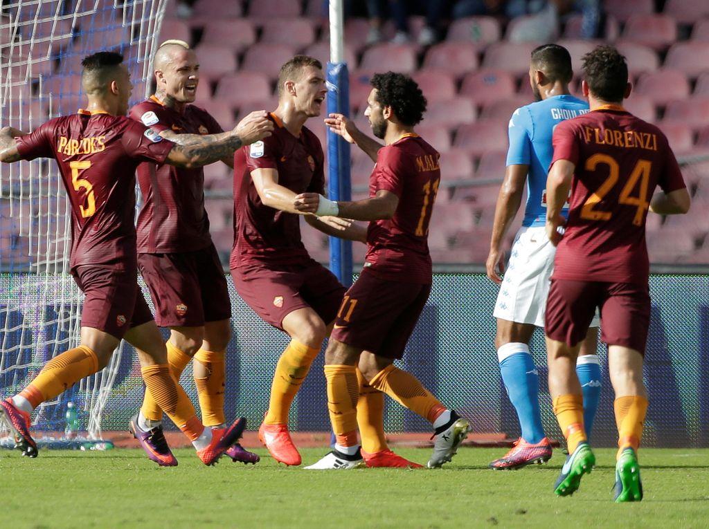 Roma Tumbangkan Napoli 3-1