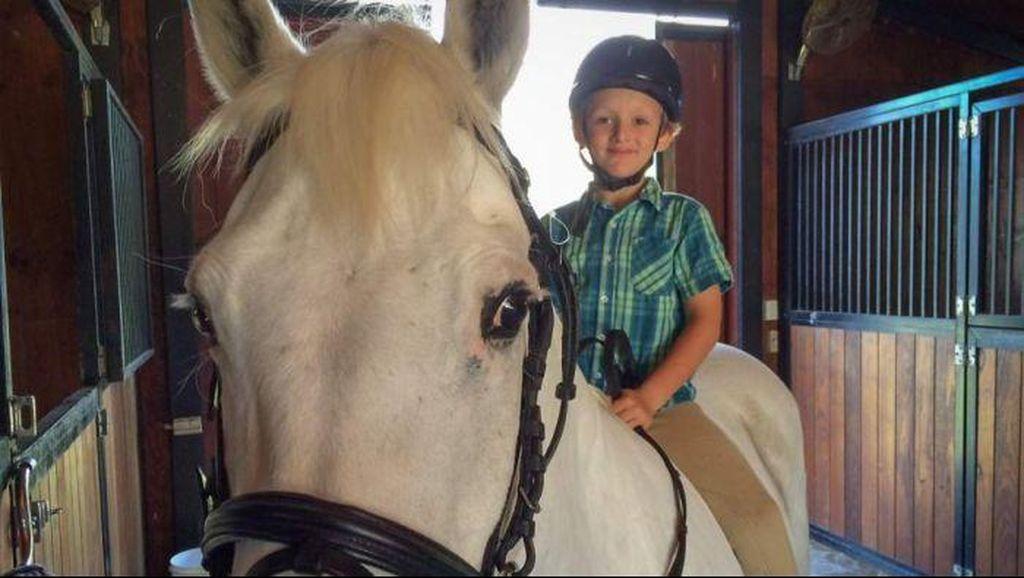 Bocah 7 Tahun Ini Mampu Beli Kuda Poni Dari Jualan Es Limun