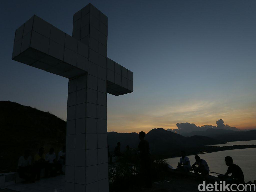 Senja yang Cantik di Bukit Salib, Maumere