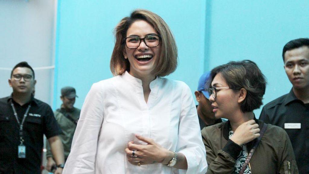Nikita Mirzani Dilaporkan Balik Asisten Julia Perez