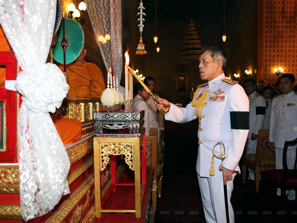 Raja Thailand Wafat, Putra Mahkota Minta Penobatan Ditunda 1 Tahun