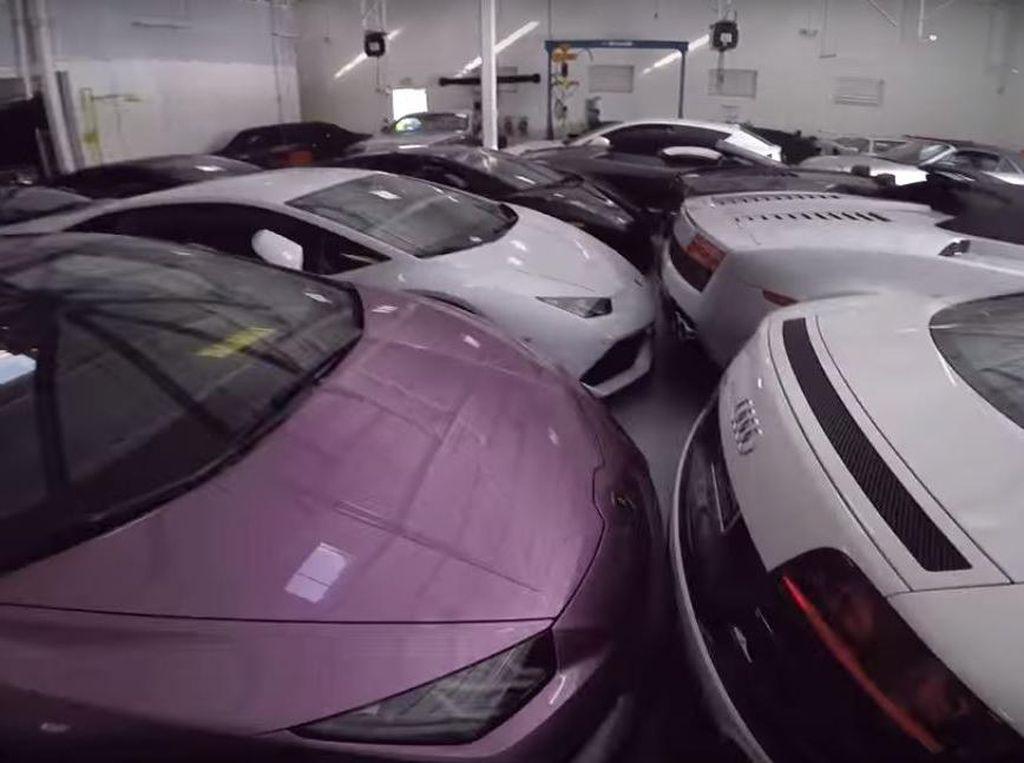 Hindari Badai, 38 Mobil Super Ini Diparkir Berdempetan