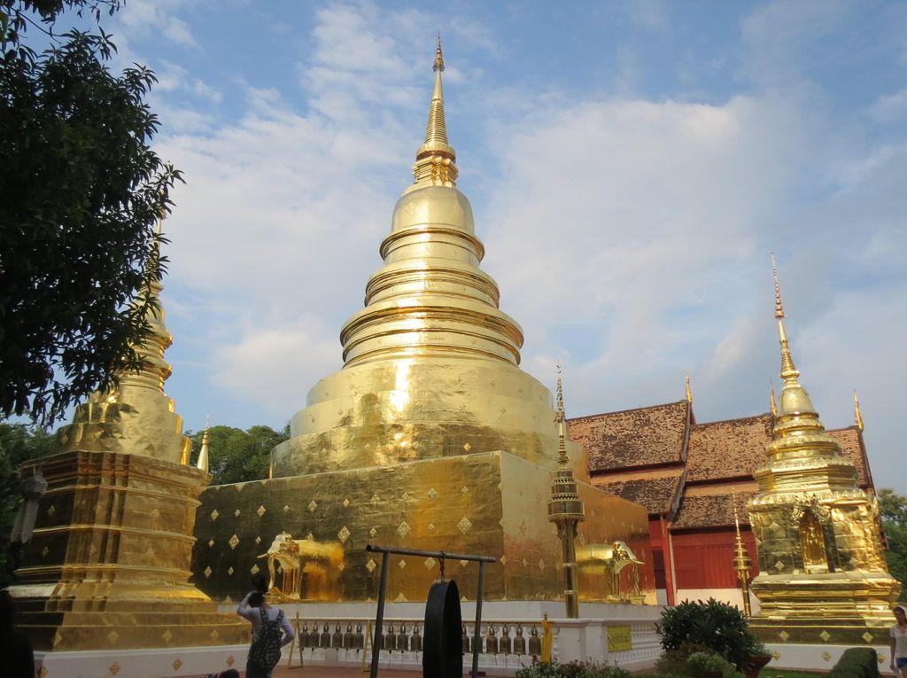 Vihara Emas Berkilau di Chiang Mai