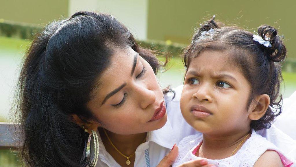 Anak Jadi Bertingkah Saat Ada Ibunya, Tanda Ia Nyaman dengan sang Ibu?