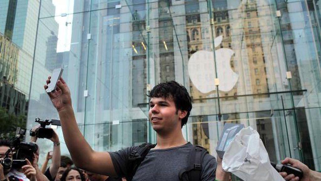 Intip iPhone Penjahat, Polisi London Jadi Copet