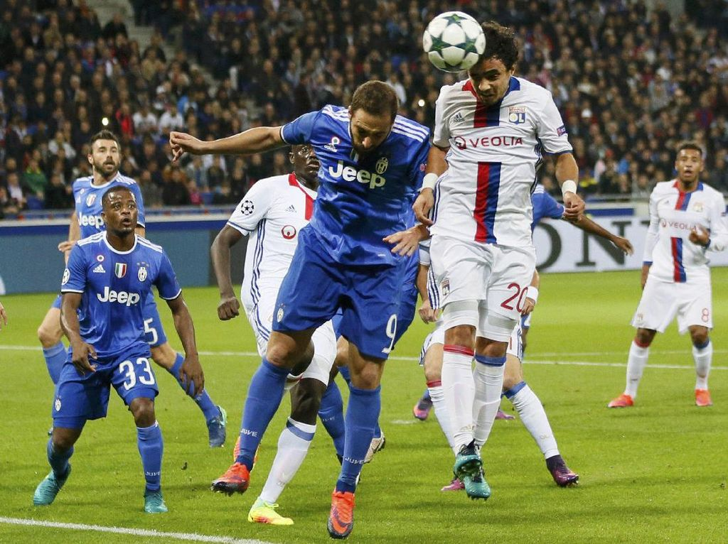 Juventus Vs Lyon: Bianconeri Tertekan