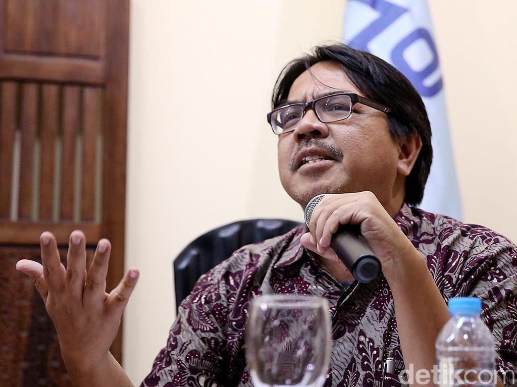 Kecurigaan Ade Armando Usai Anggota Dewas BPJS TK Diberhentikan Jokowi