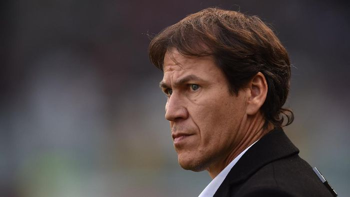 TURIN, ITALY - DECEMBER 05:  AS Roma head coach Rudi Garcia looks on during the Serie A match between Torino FC and AS Roma at Stadio Olimpico di Torino on December 5, 2015 in Turin, Italy.  (Photo by Valerio Pennicino/Getty Images)