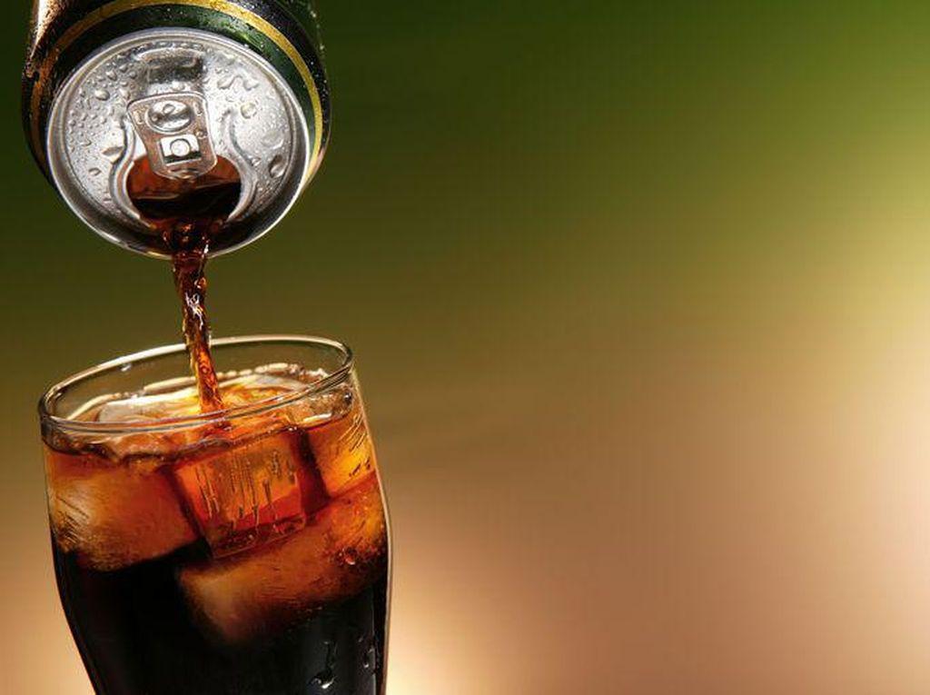 Minum Obat Campur Air Soda Tanpa Jarak Waktu, Berbahayakah?