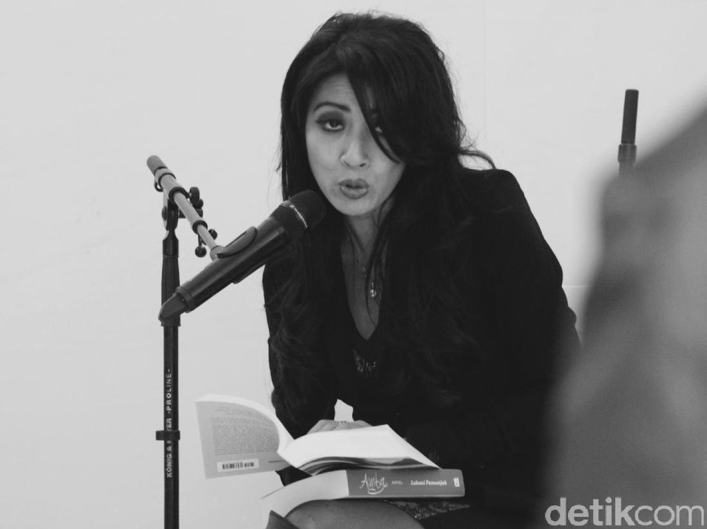 Laksmi Pamuntjak Riset soal Seni Rupa Kontemporer di Novel Kekasih Musim Gugur