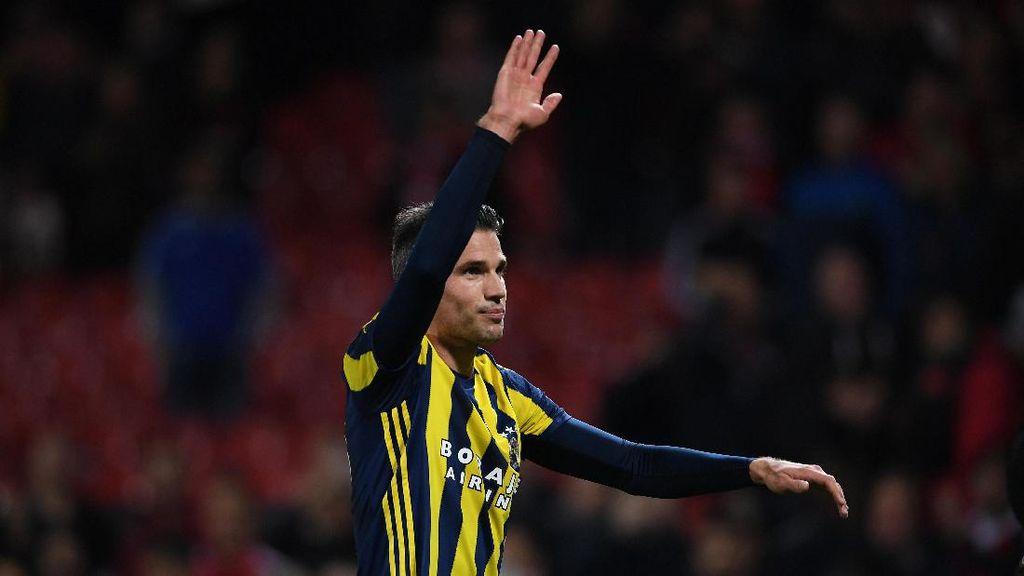 Van Persie Bikin Gol di Old Trafford, Fans MU Beri Standing Ovation