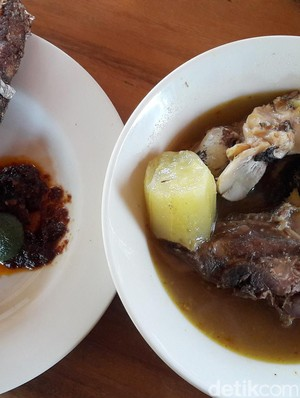 Icip-icip Sup Kepala Ikan Khas Bali di Pesisir Sanur