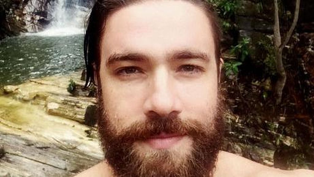 Tampil Hipster, Polisi Tampan Berjenggot Ini Jadi Viral