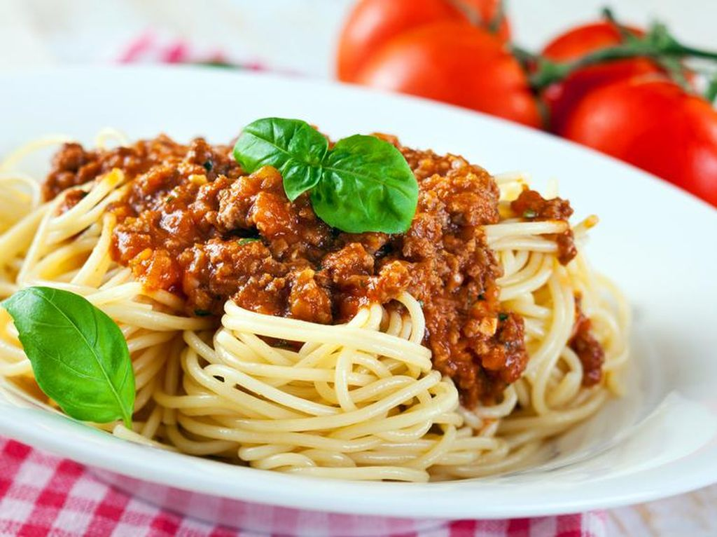 Kalau Hari Ini Tak Keluar Rumah, Mendingan Bikin Spaghetti Populer dan Enak Ini