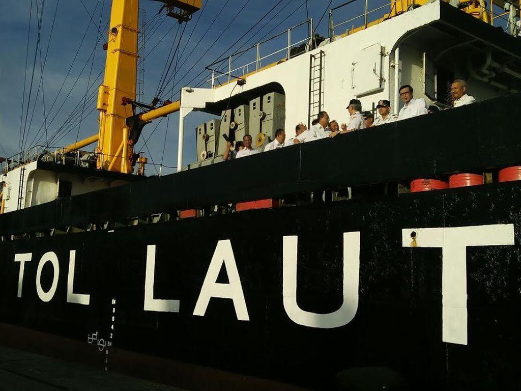 Tiga Tahun Jokowi Turunkan Harga Semen di Timur RI Pakai Tol Laut