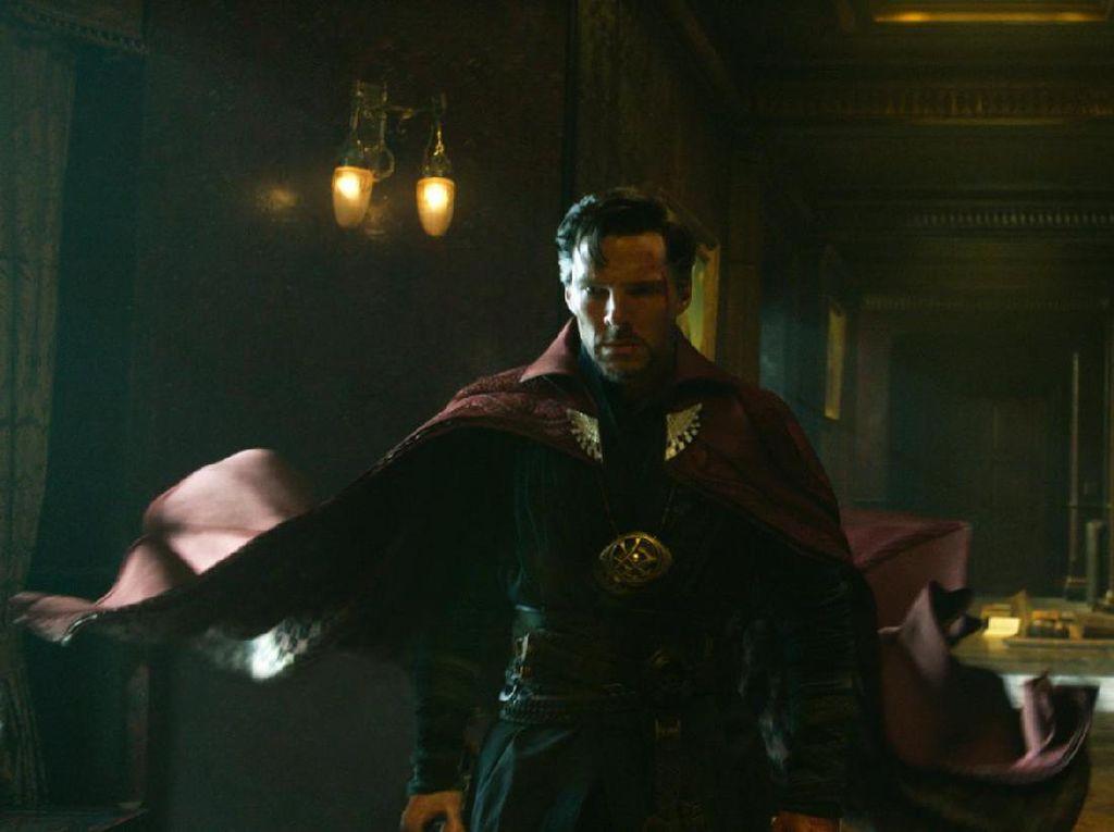 Garap Doctor Strange 2, Sam Raimi Ingat Prediksi 16 Tahun Lalu