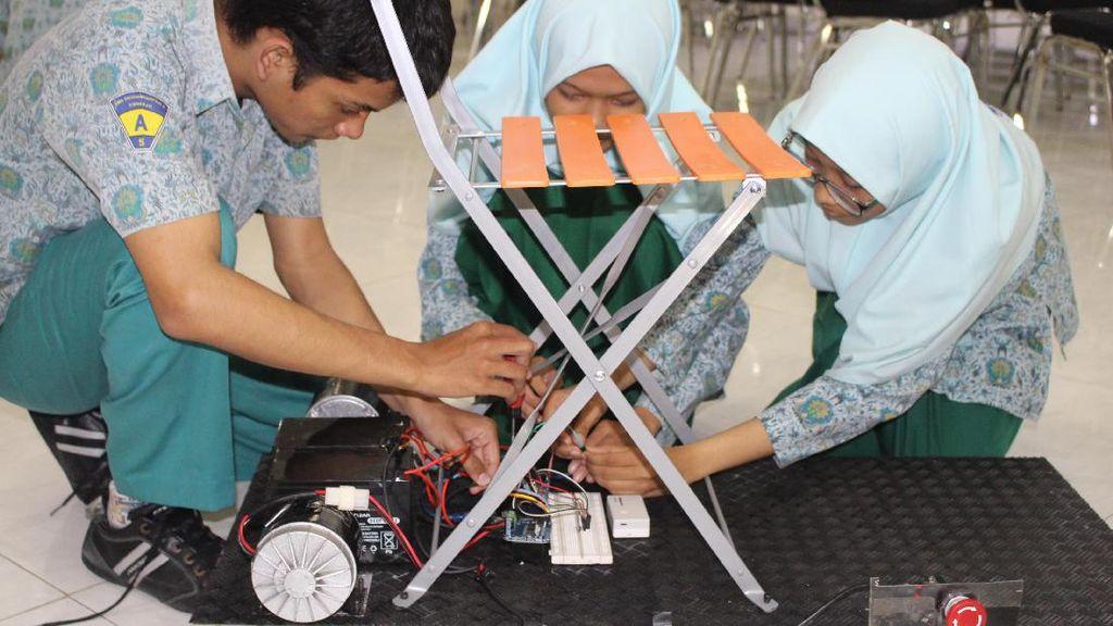 Pelajar Sidoarjo Bikin Robot Transportasi Tanpa Polusi